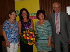 Die frischgebackene Kandidatin mit der stellvertr. Landrätin Mathilde Drewing, mit der Ortsvorsitzenden aus Rösrath Andrea Büscher und mit dem Kreisvorsitzenden Hermann Küsgen.